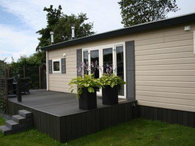 Middenkamer chalet - terras en tuin3